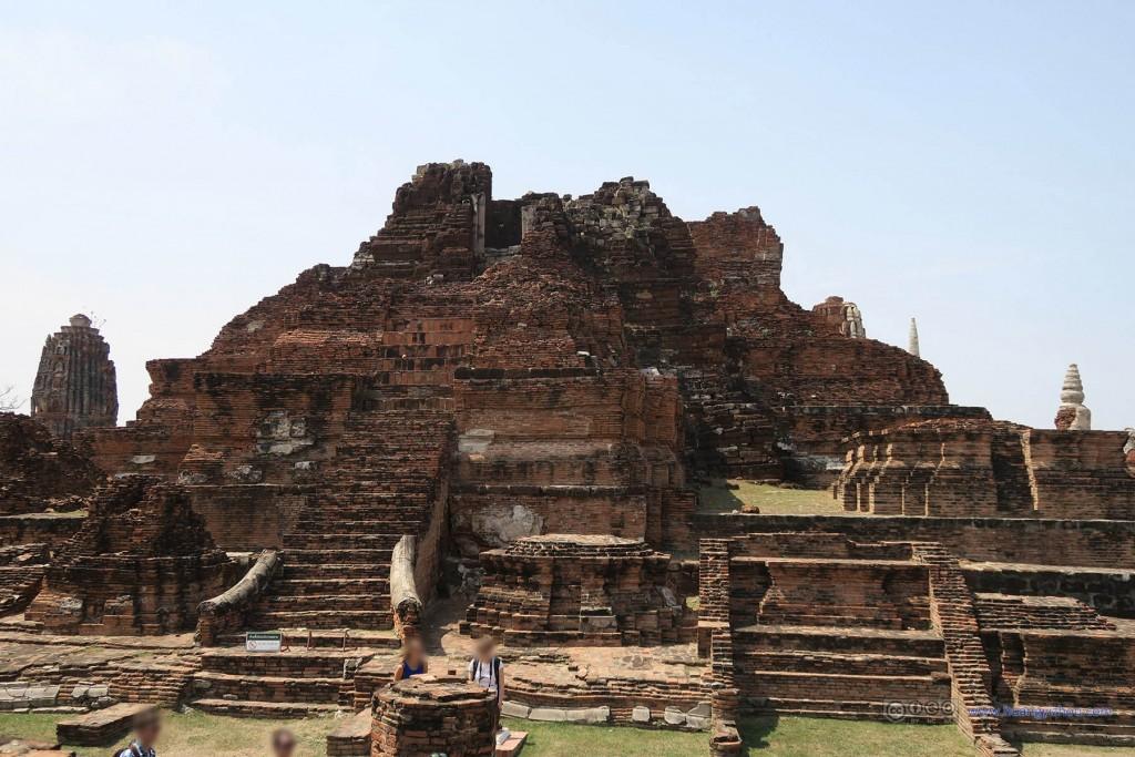 Wat Maha That,这应该是中央主塔(prang)的遗迹,功能应该和清迈城中心的那个类似,当然,更加破败了。
