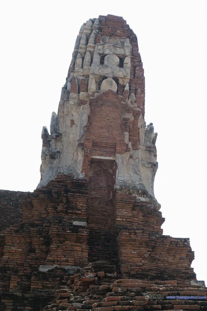Wat Maha That,可以看出来这个佛塔倾斜得也很厉害了