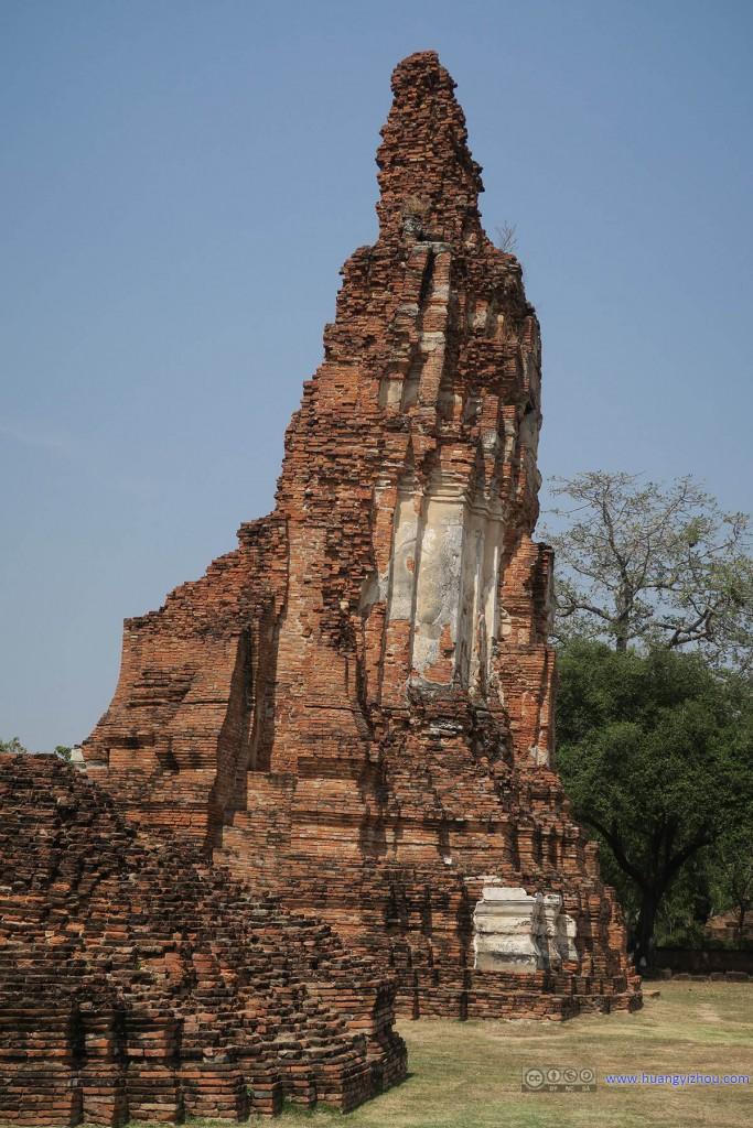 Wat Maha That,这个塔顶上侵蚀的角度与塔身有很大的反差