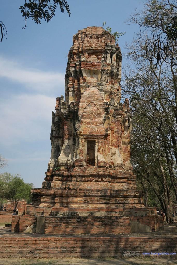 Wat Maha That售票区外的佛塔