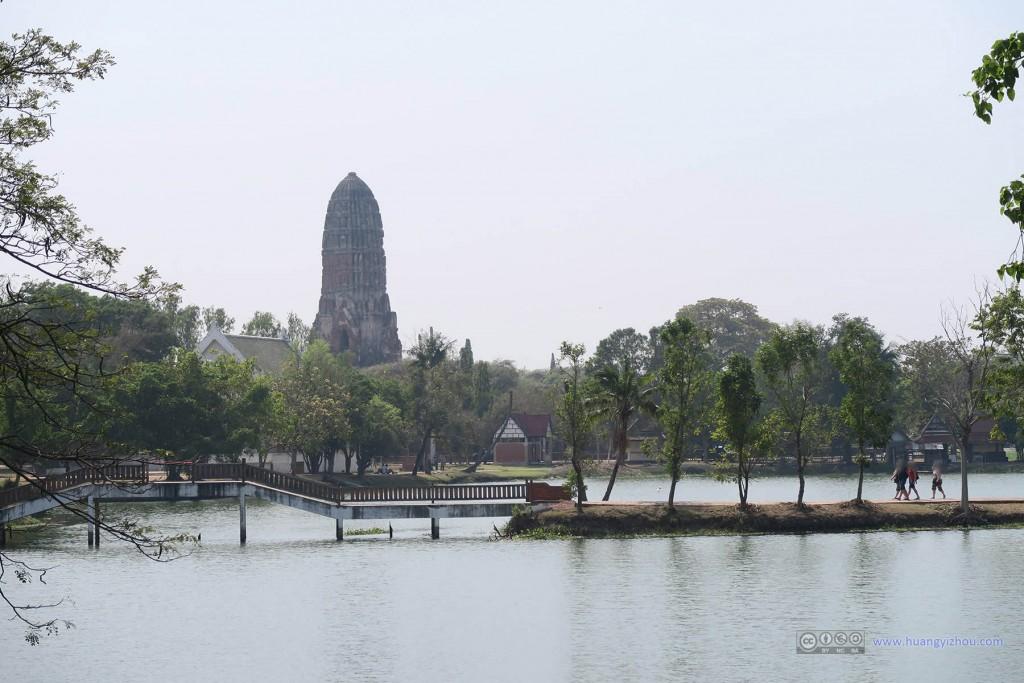 从Rama Public Park里可以看到Wat Phra Ram的主塔