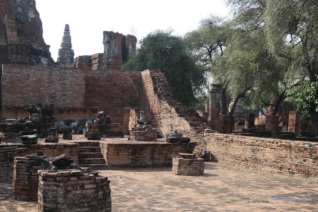Wat Phra Ram里一个曾经放满佛像的殿堂