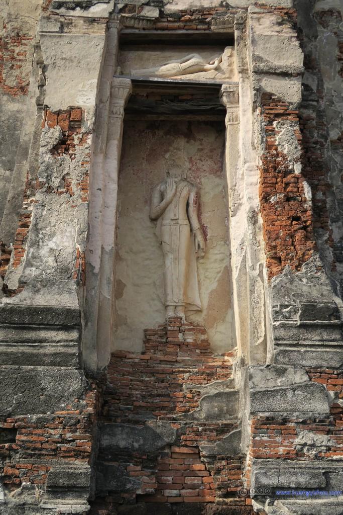 Wat Phra Ram主塔上的雕像,估计雕像的头是被破坏的,和龙门石窟一样
