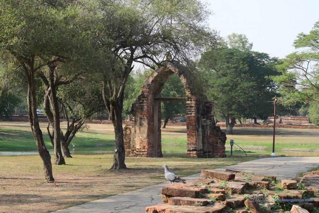 这应该是Wat Phra Si Sanphet曾经的入口之一