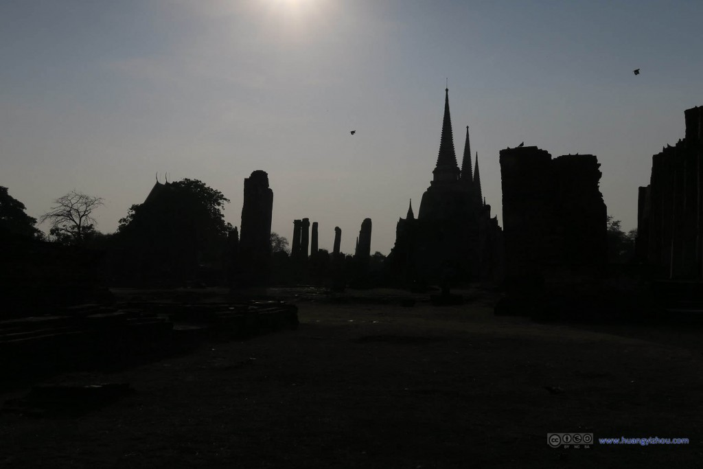 When shot against the sun, Wat Phra Si Sanphet hardly looked like ruins