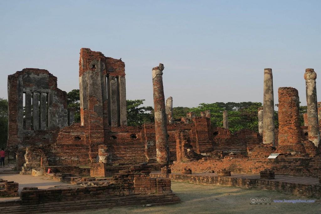 Wat Phra Si Sanphet东部,留存下来的墙壁和柱子