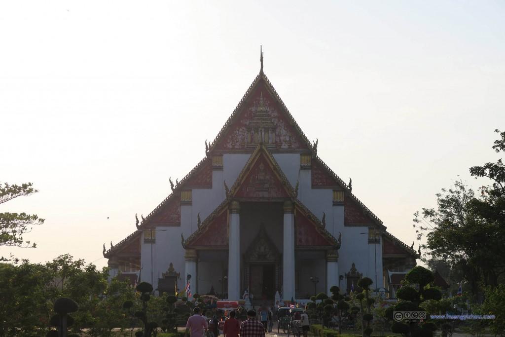 Wat Phra Si Sanphet旁边的寺庙(Vihara Phra Mongkhon Bophit),香火看上去很不错。