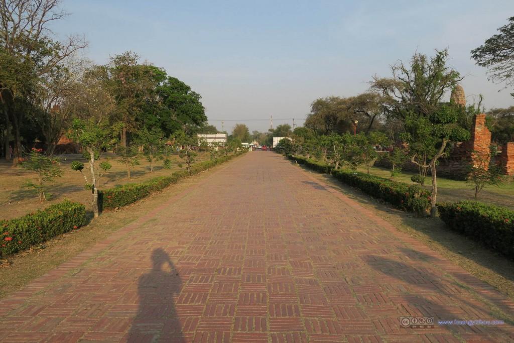 这是通往Wat Phra Si Sanphet以及其旁边寺庙的小道