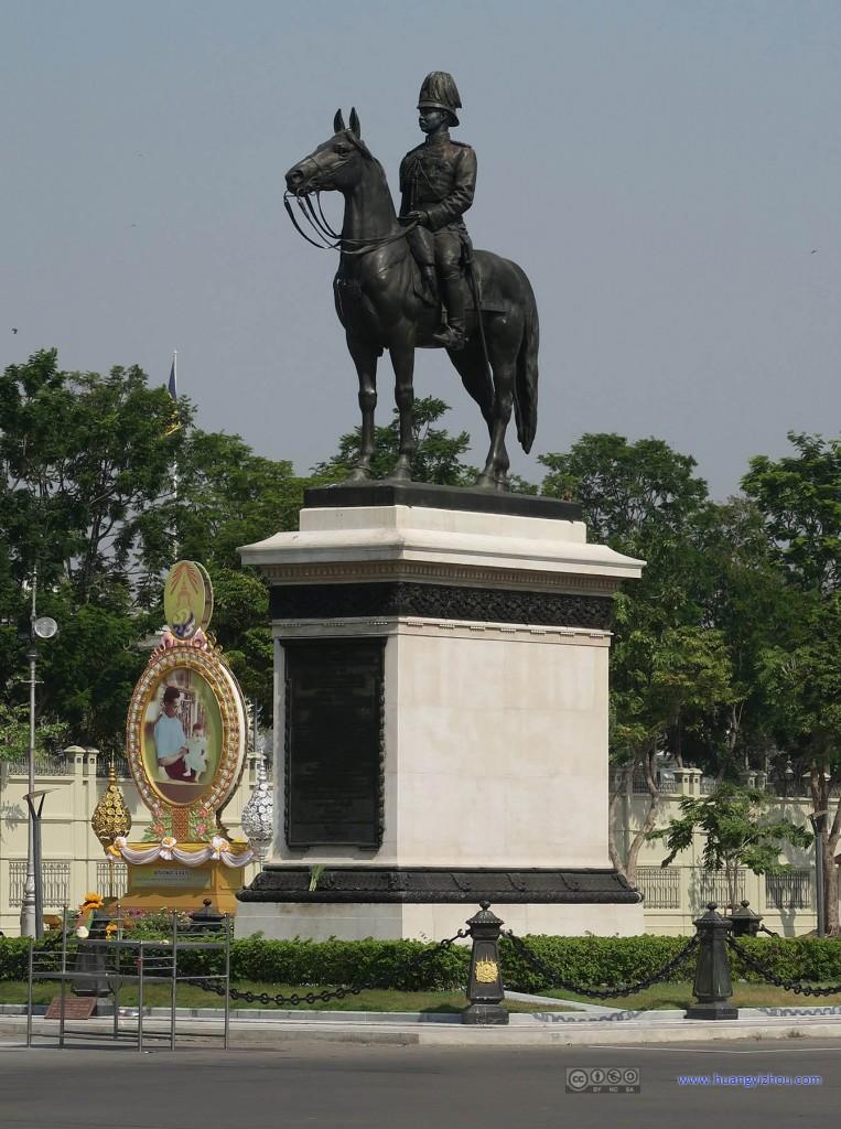 五世皇的雕像