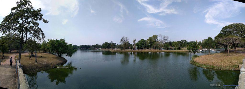 Rama Public Park,湖边